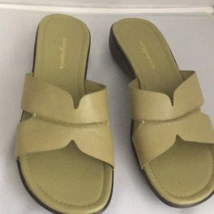 Easy Spirit light green sandal